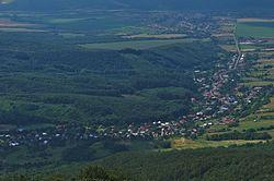 Prírodná pamiatka Sninský kameň - pohľad na obec Zemplínske Hámre, CHKO Vihorlat.jpg