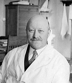 Professor Olav Heggstad (1940) (4814642625).jpg