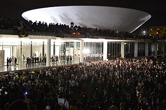 """2013 protests in Brazil - Protesters on Congresso Nacional, """"The House of the People"""" in Brasília, June 17."""