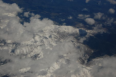 Pyrenees from the air 02.JPG