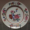 Qianlong, piatto di porcellana con decorazioni a famiglia rosa, 1790 circa.JPG