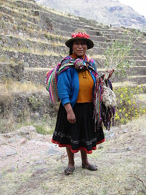 Aguayo (cloth) - Image: Quechua Woman in Peru
