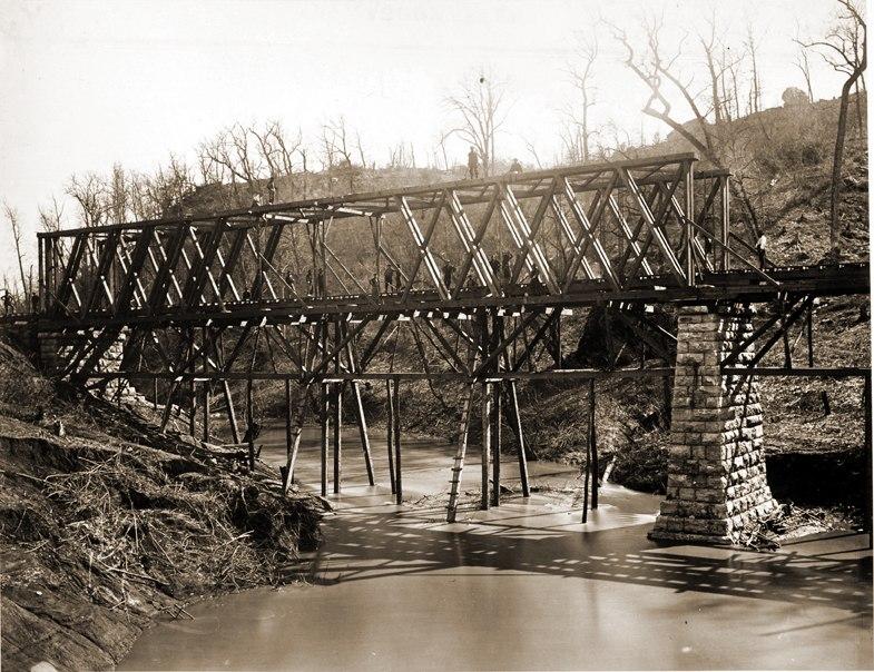 Railr bridge chattanooga creek