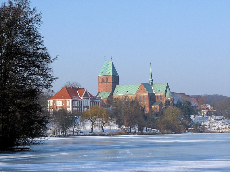 Lake Domsee (part of Ratzeburger See), manor house and Cathedral in Ratzeburg, district Herzogtum Lauenburg, Schleswig-Holstein, Germany. Exploring Germany's Old Salt Road