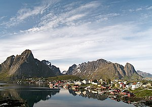 Moskenesøya - Image: Reine i Lofoten LC0148