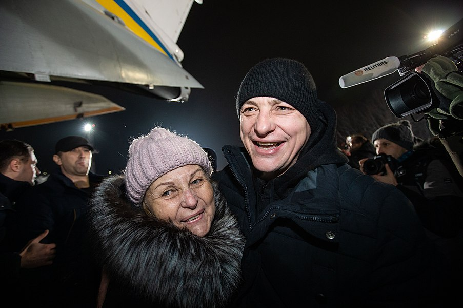 Return of liberated citizens to the territory controlled by Ukraine (2019-12-29) 026.jpg