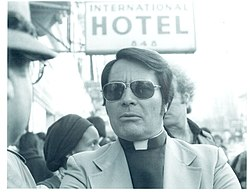 Rev. Jim Jones, 1977.jpg