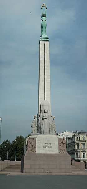 Riga-freedom-monument.jpg