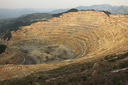 Roșia Poieni open-pit copper mine.jpg