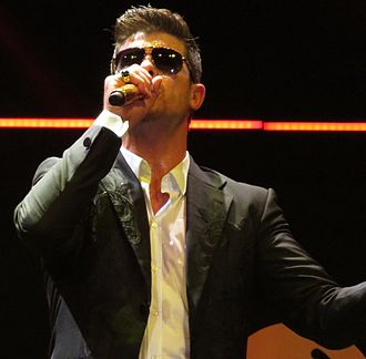 Robin Thicke - Image: Robin Thicke performing