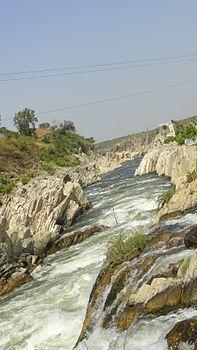 Rocky bank of River Narmada.jpg