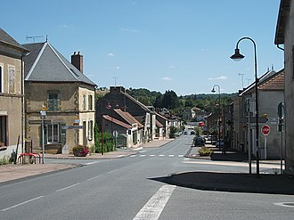 Bézenet - Road towards Montmarault