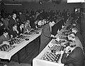 Russische schakers op simultaantoernooi te Hilversum, Bestanddeelnr 910-8985.jpg