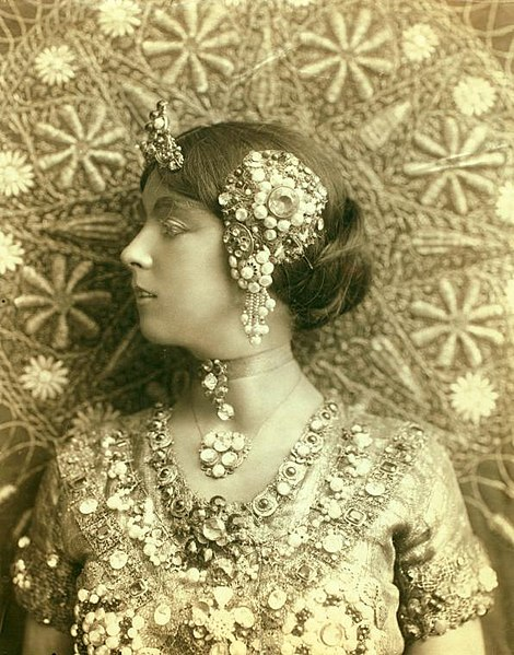 File:Ruth St. Denis in first costume for Radha. Bust portrait. (3110040785).jpg