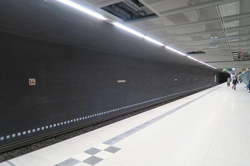File:S-Bahnhof Stadthausbrücke.März 2017.1.nnw.jpg