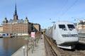 SJ train on Södra Järnvägsbron.png