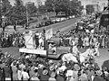 SLNSW 26022 Sydney University Commem Commemoration Day procession through city.jpg