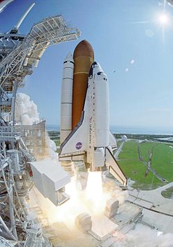 STS-114 Shuttle launch closeup.jpg
