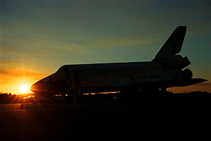 STS-89 - Endeavour lands at Kennedy Space Center, January 31, 1998.