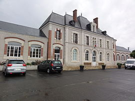 The town hall and school, in Saint-Claude-de-Diray