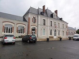 Saint-Claude-de-Diray - Town hall and school