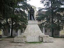 Il monumento ai caduti in Piazza Martiri della libertà.