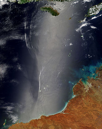 Sunglint - Sunglint off southern Indonesia and northern Australia. See the main text for an analysis.