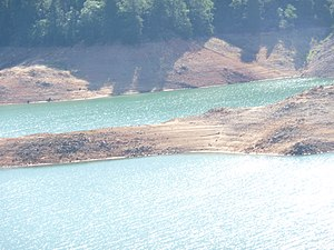 Shasta Lake - Image: Shasta Lake From I 5