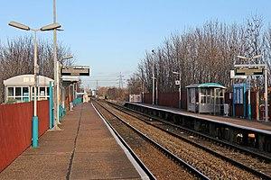 Shotton railway station - Image: Shotton High Level railway station (geograph 3800285)