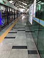 Sindaebang station platform 2.jpg