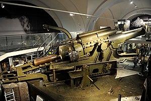 38 cm Belagerungshaubitze M 16 - Škoda 380 mm Model 1916 howitzer, at the Heeresgeschichtliches Museum, Vienna, Austria.