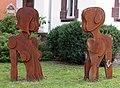 Skulpturen an der Schwimmbadstraße Basler Straße in Freiburg.jpg