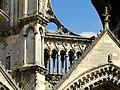 Soissons (02), abbaye Saint-Jean-des-Vignes, abbatiale, façade occidentale, claire-voie derrière le gâble du portail de la nef.jpg