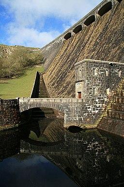 Spillway, Claerwen - geograph.org.uk - 1285713