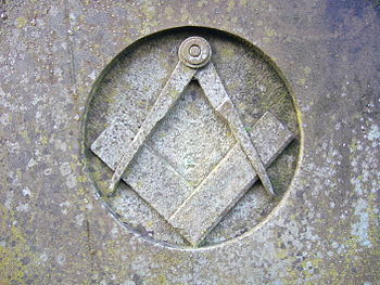 English: Square & compasses (Insignia of Freem...