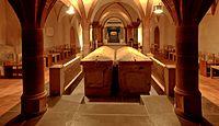 St.Matthias Trier Sarkophage in der Krypta.jpg