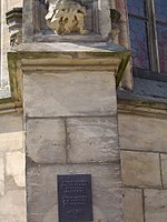 Stadtkirche Bayreuth Skulptur Aussenwand 03.04.07.jpg