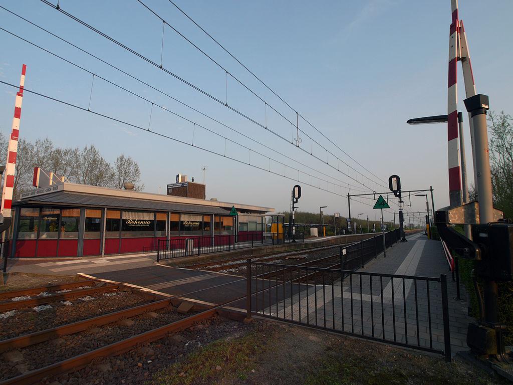https://upload.wikimedia.org/wikipedia/commons/thumb/4/4b/Station_Grou.jpg/1024px-Station_Grou.jpg