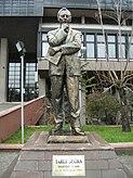 Tarık Buğra heykeli Tankut Öktem.jpg