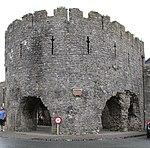 Tenby town wall (34807955323).jpg