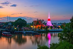 The most significant Buddhist temple of Samut Prakan province south of Bangkok is Wat Phra Samut Chedi.jpg