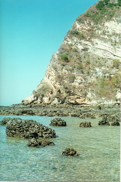 File:The sea near Dziani Dzaha (3073146059).jpg