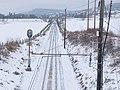 Toglinja nordover sett fra gangbrua over Storskjæringa ved Sørumsgata, Ringerike.jpg