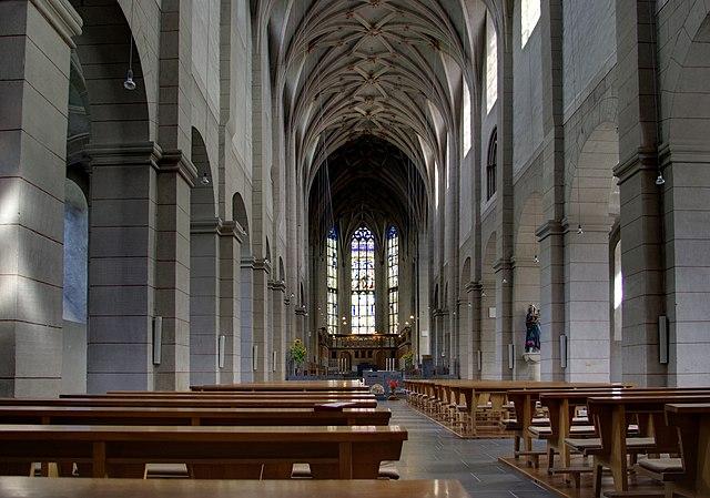 https://upload.wikimedia.org/wikipedia/commons/thumb/4/4b/Trier_Sankt_Matthias_BW_3.JPG/640px-Trier_Sankt_Matthias_BW_3.JPG
