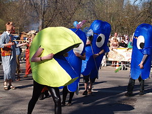 Pac-Man - Students' Spring Days in Tartu: runners in Pac-Man costume.