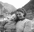 Učiteljica v Trenti s sinčkom 1952 (3).jpg