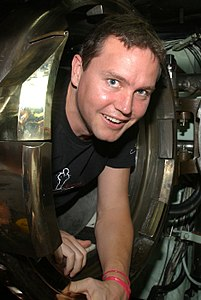 US Navy 030825-N-4943L-004 The rock band Blink-182 bassist and singer Mark Hoppus negotiates his way into torpedo tube one aboard the nuclear-powered attack submarine USS Memphis (SSN 691) cropped.jpg