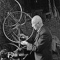 Uitvinder die een opbouwbare fiets bouwde, Bestanddeelnr 900-6546.jpg