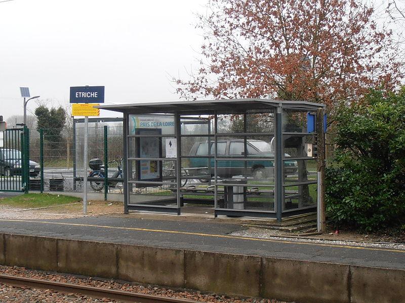 Une aubette de la halte ferroviaire