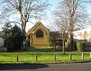 Upper Halliford - Image: Upper Halliford, St Andrew's Baptist Church geograph.org.uk 1077185